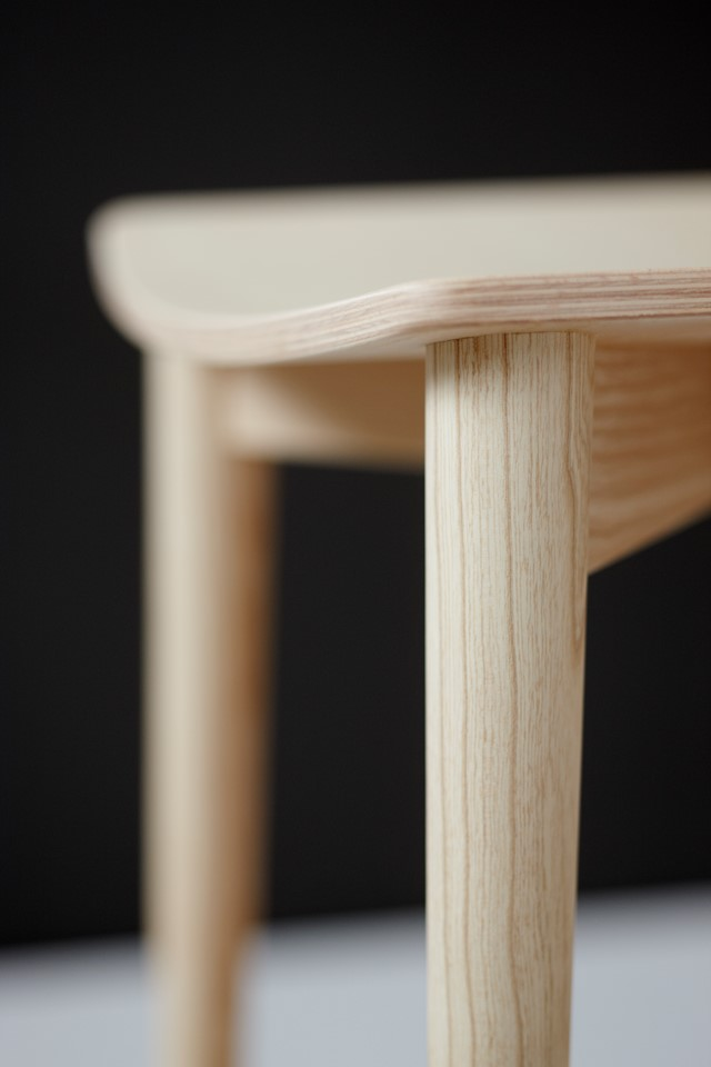 oak_stool_closeup6.jpg